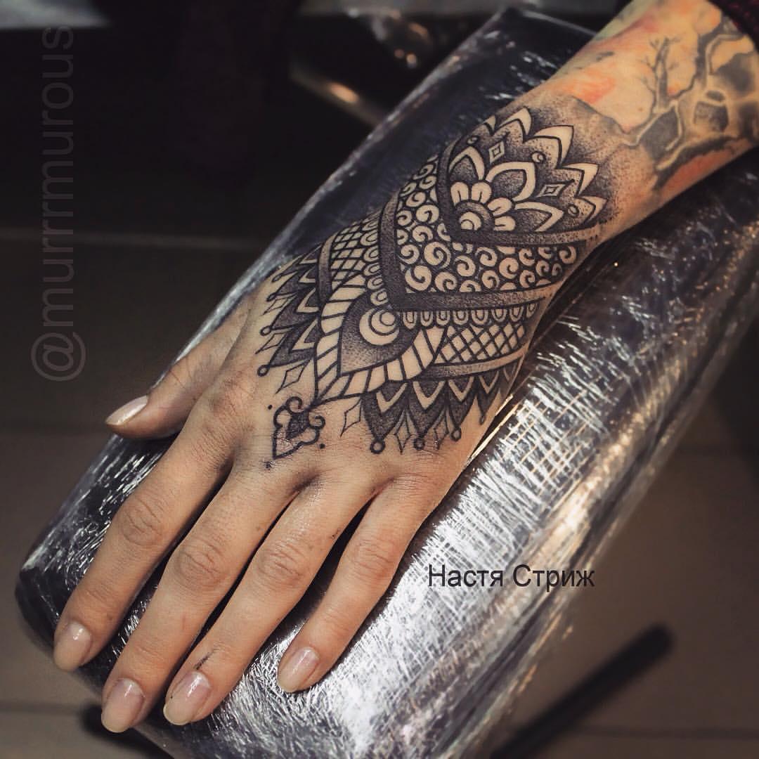 Фото татуировок на кисти для девушек