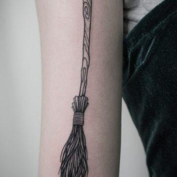 Анна Фрик. Графика. Метла.